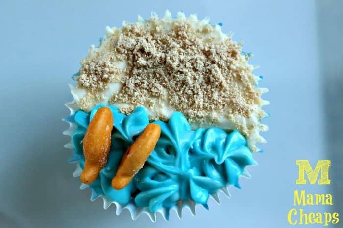 beach goldfish cupcakes