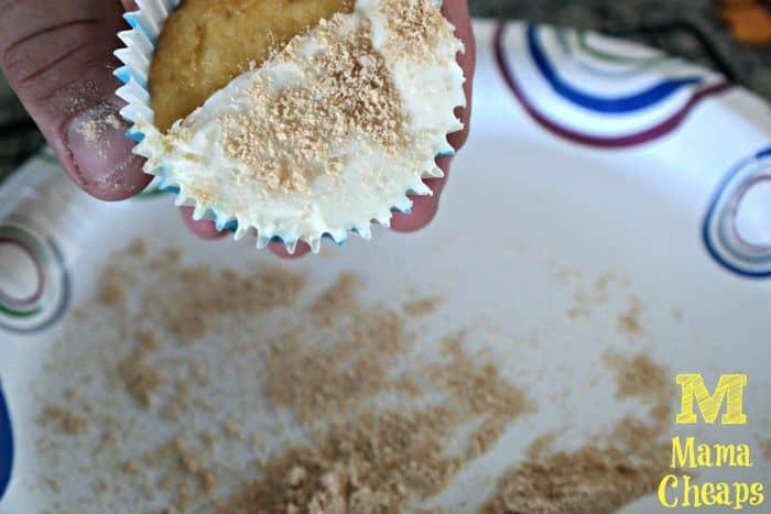 cupcake frosting graham crackers