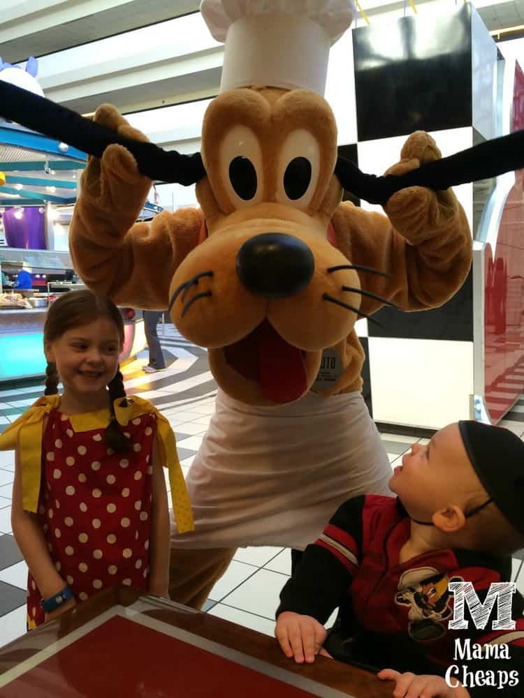 Kids with Pluto Chef Mickeys