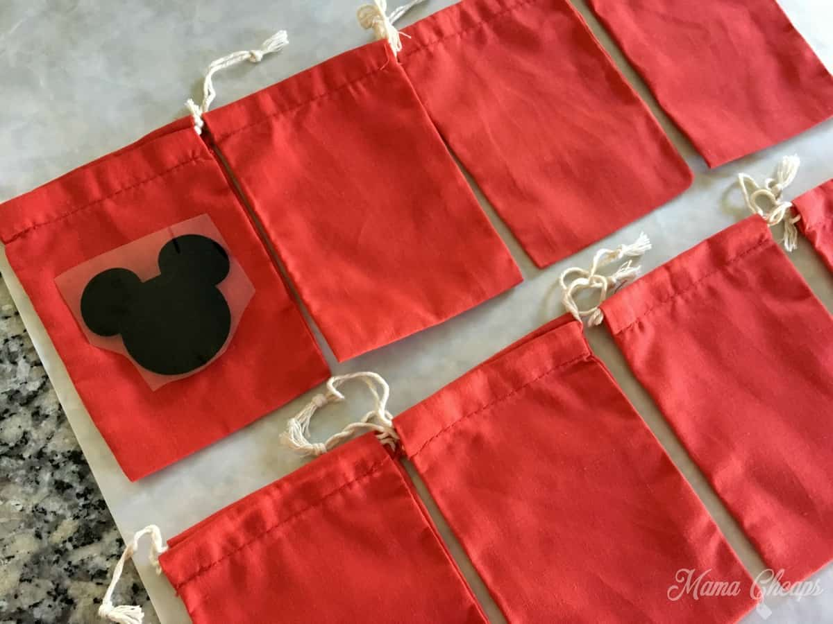 fish-extender-gift-mickey-pouch