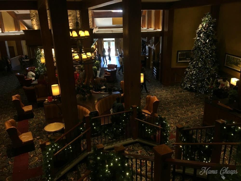 hershey-lodge-christmas-tree