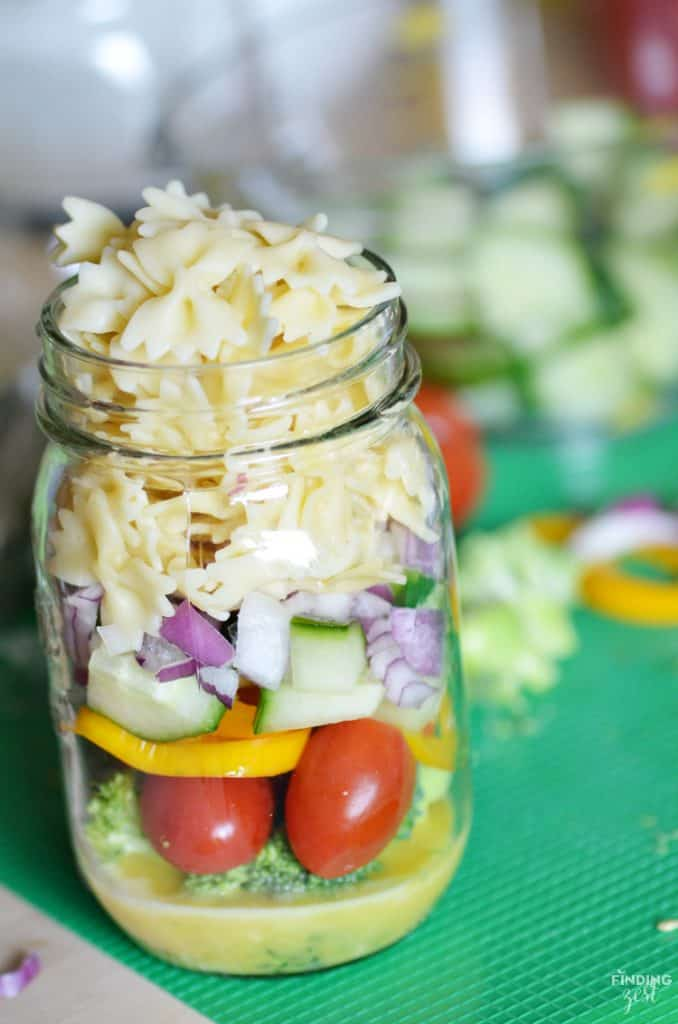Homemade-Mason-Jar-Pasta-Salad-Recipe