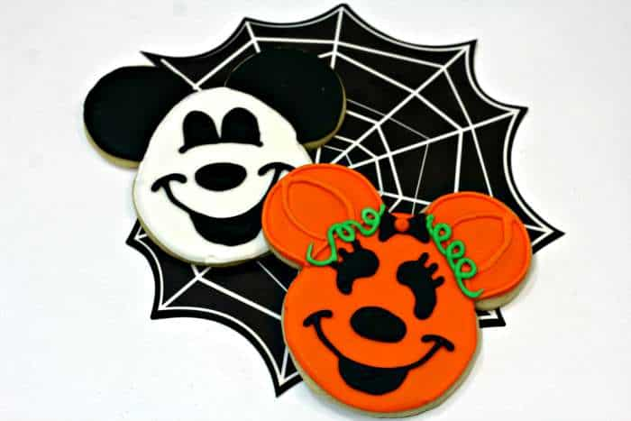 Mickey-and-Minnie-sugar-cookies-for-Halloween
