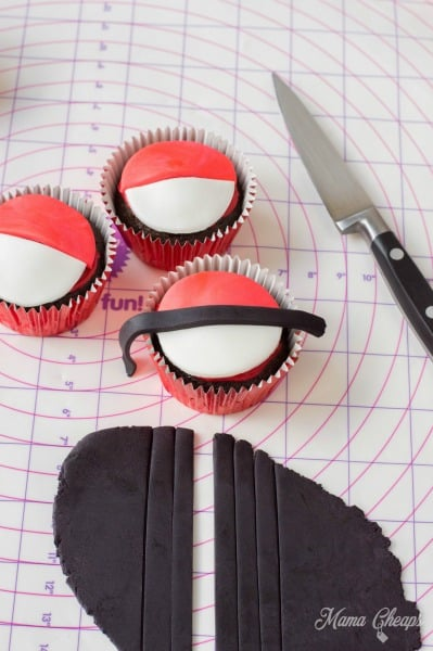 DIY Pokeball Cupcakes
