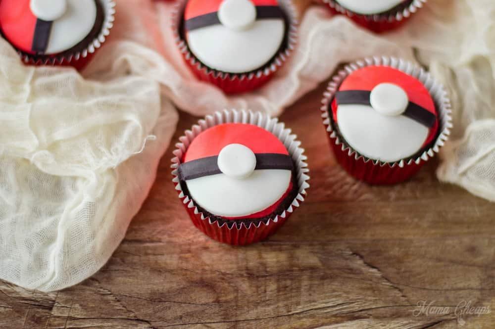 Fondant Pokeball Cupcake Desserts