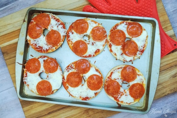 baked pizza bagels