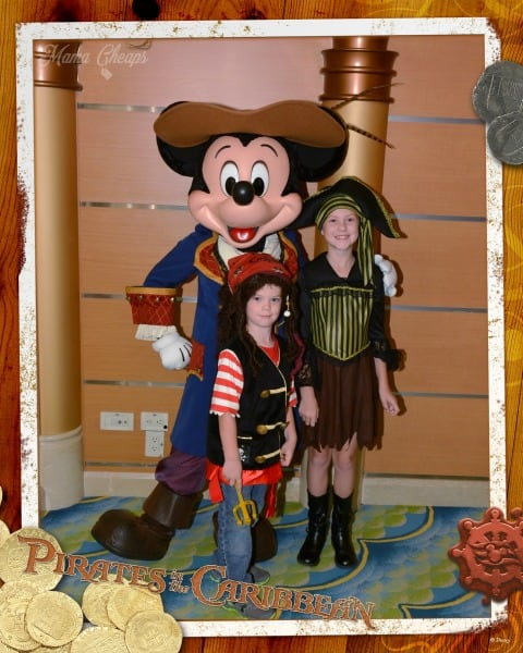 Mickey Pirate Night Pic
