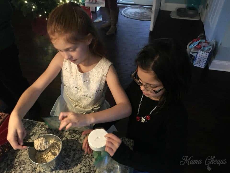 kids making reindeer food