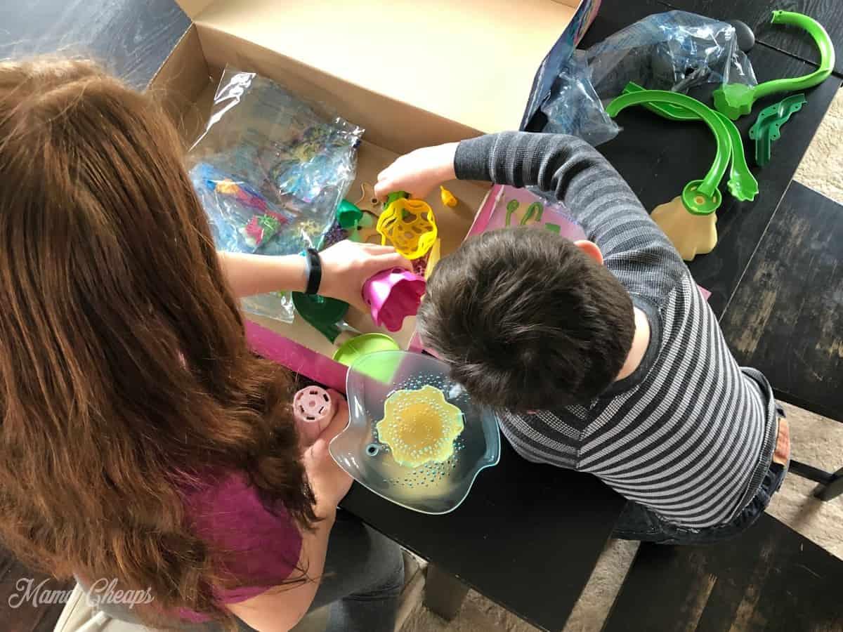 Playmobil Magic Mermaid Cove kids working